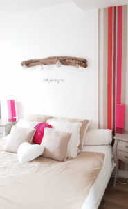 chambre_rayure_rose_taupe