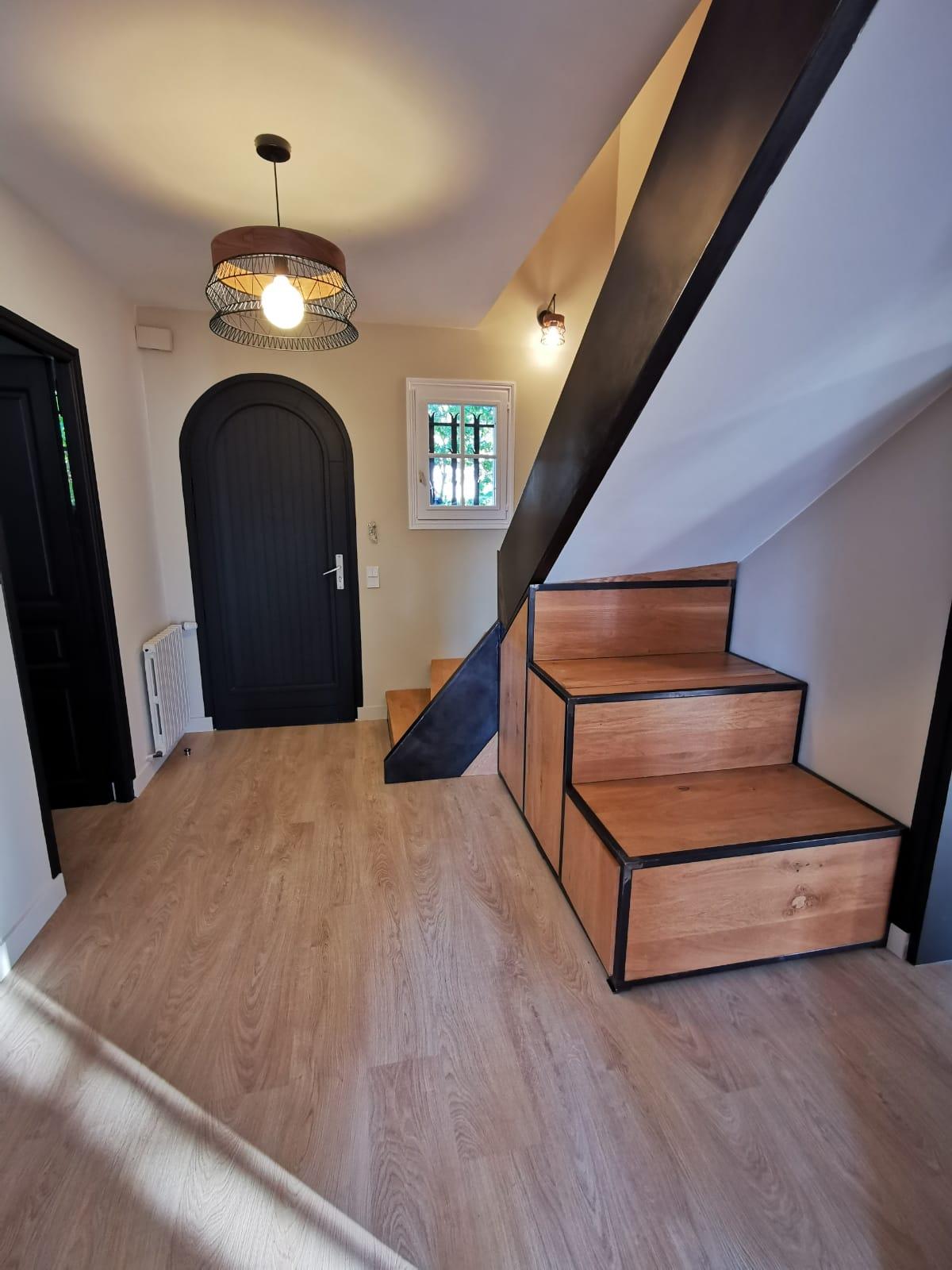 Rénovation entrée style moderne noir et bois Biarritz