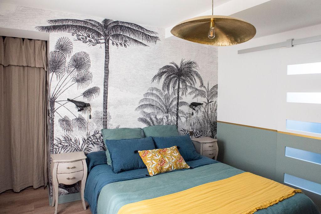 Décoration d'intérieur chambre parentale style exotique Côte Basque