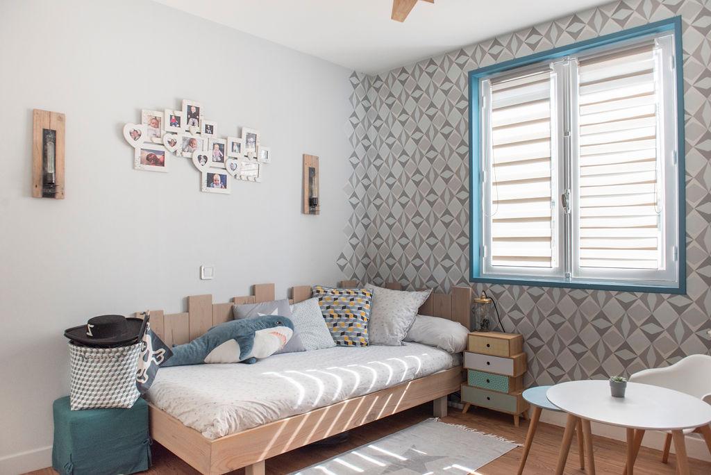 Décoration d'intérieur aux formes géométriques pour chambre de garçon à Bidart au Pays-Basque
