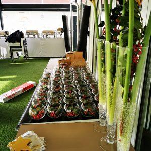 Préparatif pour centre de table restaurant pour Noël à Anglet
