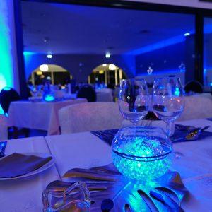 Le détail de la lumière dans les décorations de table à Anglet