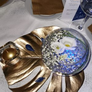 Décoration évènementiel centre de table réveillon doré et bleu Anglet