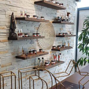 Présentation de produits dans un institut de beauté à Anglet