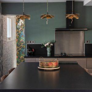 La couleur verte en décoration pour avoir une cuisine apaisante à Bidart au Pays-Basque