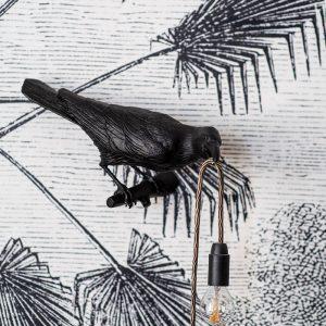 Le détail de la décoratrice en intégrant des appliques murales dans le décor au Pays-Basque