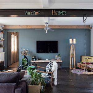 Aménagement intérieur salon mix and match coloré sur la Côte Basque
