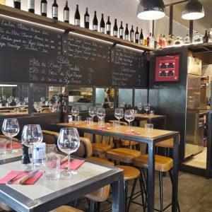 Agencement restaurant petits espaces réalisé par l'agence ID'Harmonies Côte Basque