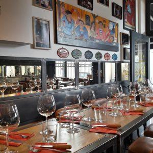 Le détail du miroir viellit dans ce restaurant à toute son importance à Biarritz